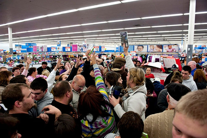 zombies_come_black_friday_05
