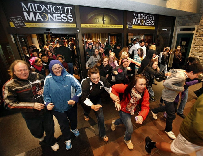 zombies_come_black_friday_06